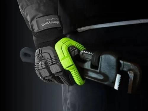 是用霍尼韦尔高性能吸能原料复相符制成,适用于工地等重型工业作业环境。能珍惜操纵者的手掌部位,还相关节、指尖和虎口,抗击打性能很强。
