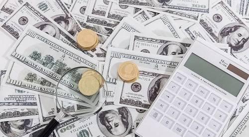 第一,美股的下跌,对消费、产能利用率以及全年GDP 都产生较大的负面影响,股市的财富效应传导机制是股价下跌,投资者可支配收入下降,收入预期下降,不利于企业融资、降低投资能力、经营状况恶化,从而导致就业减少,职工收入减少,最终导致消费力下降,而消费又是美国经济增长的核心动力,因此,股价下跌会引起恶性循环。