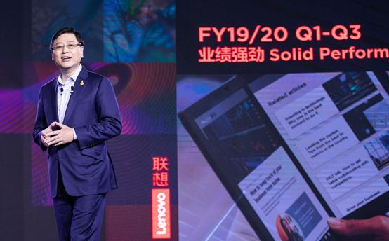 联想集团董事长兼CEO杨元庆在誓师大会上演讲