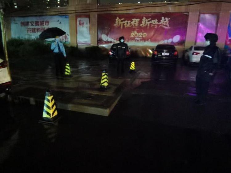 邯郸:电缆短路起火 交巡警及时扑救