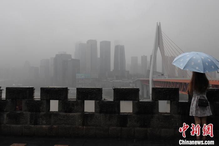 重庆主城被大雾笼罩