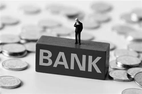 男子利用银行授信漏洞诈骗贷款200余万获刑八年