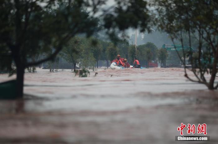 连续31天发布暴雨预警 今年中国洪涝灾害为何偏重?