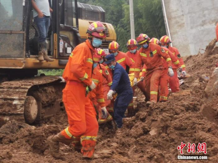 湖北黄梅山体滑坡被困人员搜救完成 1人获救8人遇难
