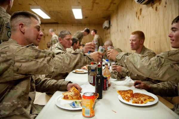 """美式饮食""""威胁国家安全"""":肥胖成美军一大祸害"""