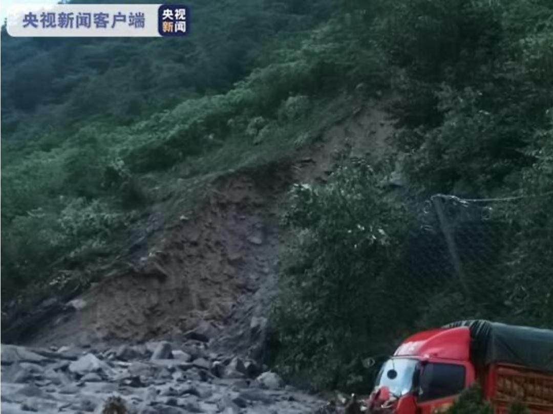 道路垮塌大水卷走一辆货车,有高速全线封闭!四川7年来首次暴雨橙色预警