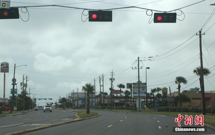 """四级飓风""""劳拉""""在美国路易斯安那州西南部海岸登陆"""