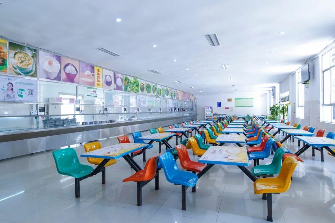 教育部发通知:要求学校食堂改进菜品口味,还提到了自助餐…