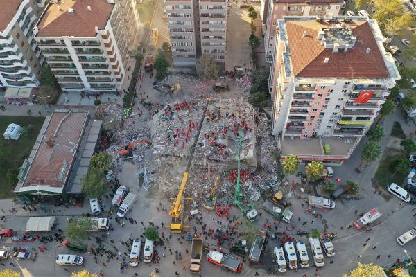 外媒:爱琴海地震已致土耳其百人死亡