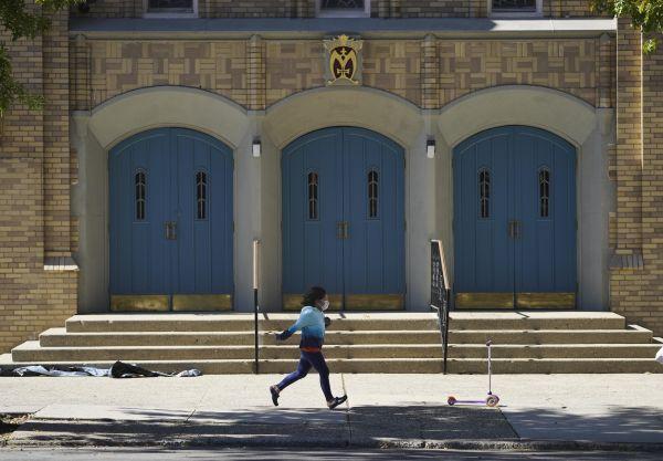 外媒:尽管新冠感染人数激增,纽约市仍欲重启小学