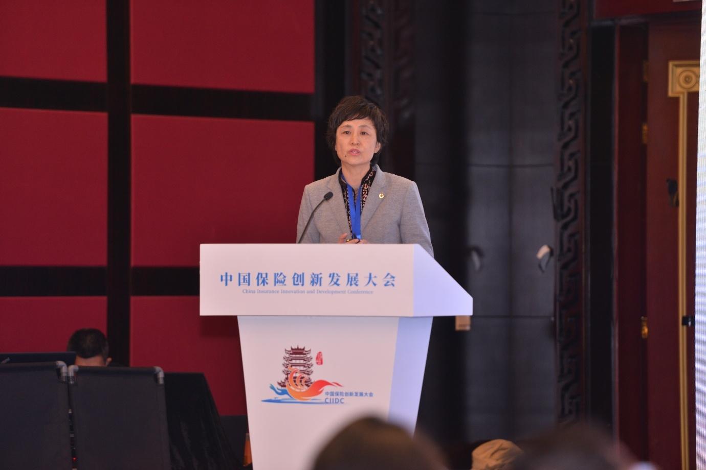 中国人寿保险副总裁杨红:以人为本 抓法促寿险运营服务数字化转型