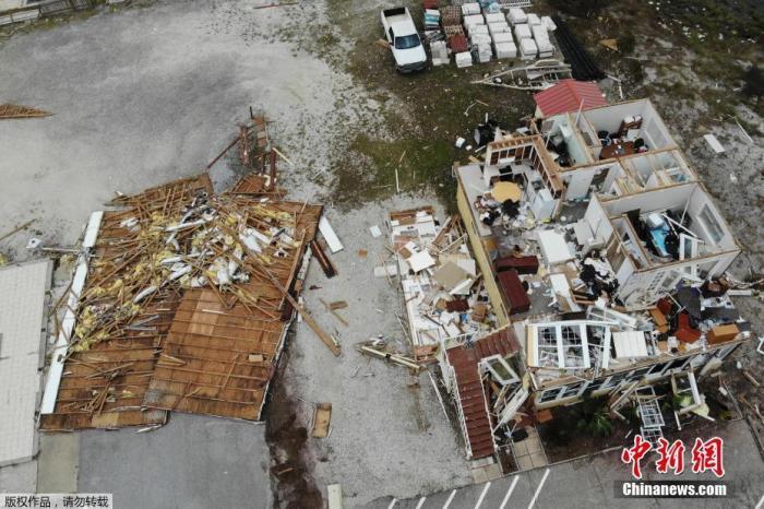 暖!美国老人帮114户邻居还水电费 社区曾遭飓风重创