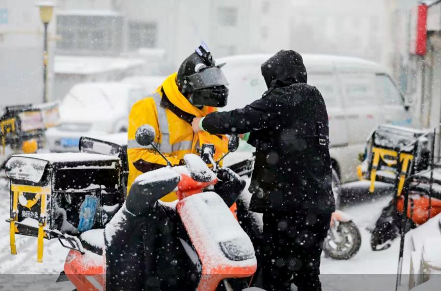 """风雪再冷,你送来的外卖很暖。""""辛苦了""""、""""不着急""""成寒潮外卖订单高频热词"""