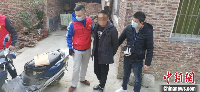 """""""飞车贼""""专挑女性下手 逃亡三年在广东落网"""
