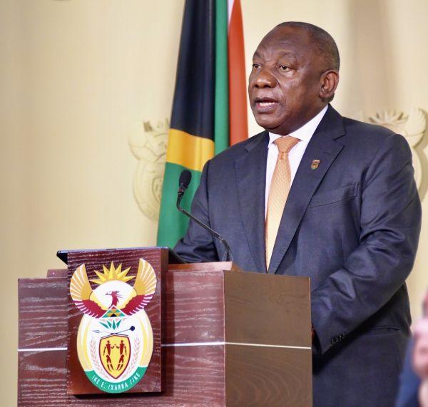 """南非总统称本国已""""渡过""""第二波新冠感染高峰期"""