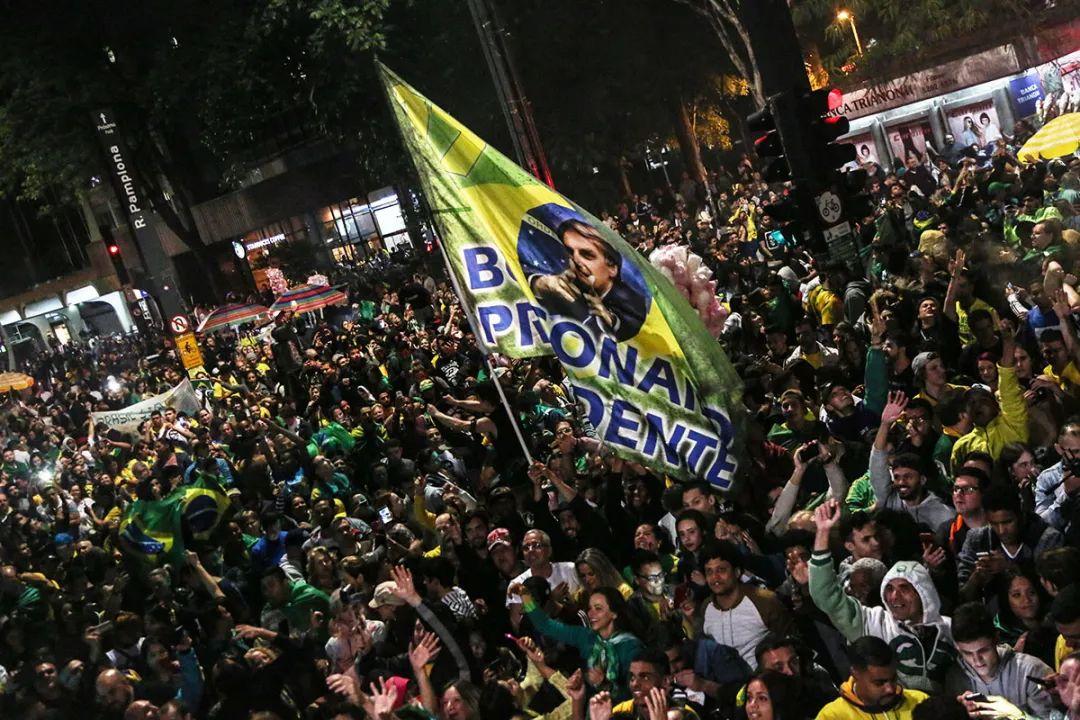巴西:危急!巴西疫情持续恶化,总统1天内更换6名内阁成员,经济或将面临再次衰退