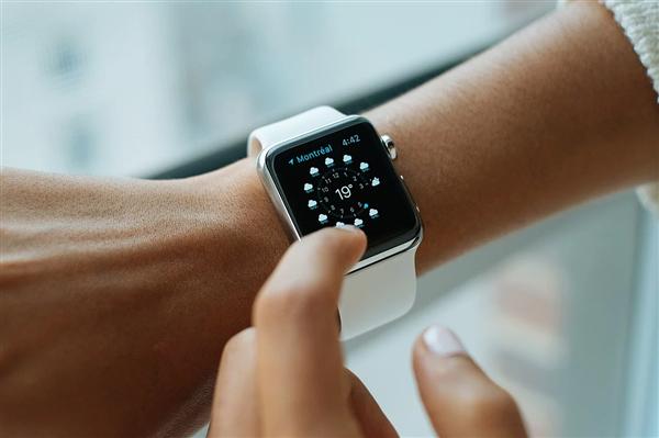 Apple Watch能测新冠了?苹果已启动该研究:还免费送手表