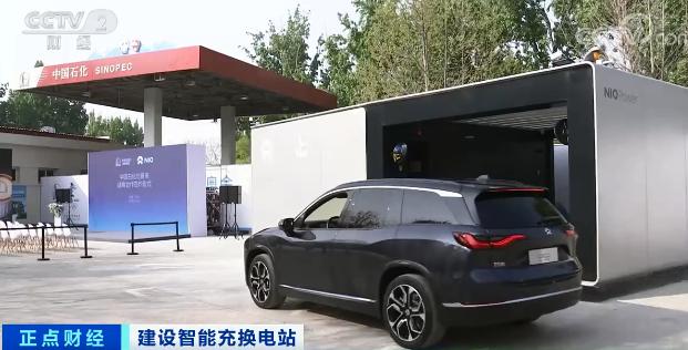 卖汽油的也要抢电动汽车生意!中石化将建5000座换电站,有人担忧:电池放加油站安全?