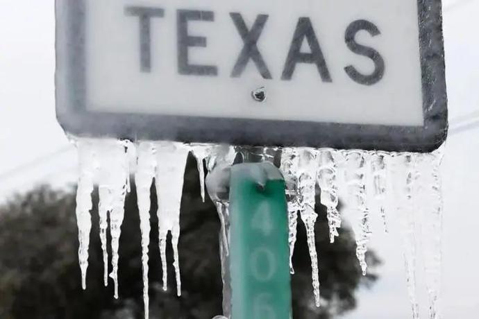 数千人一氧化碳中毒、被冻身亡!美国450万家庭再遭极寒,1度电13元