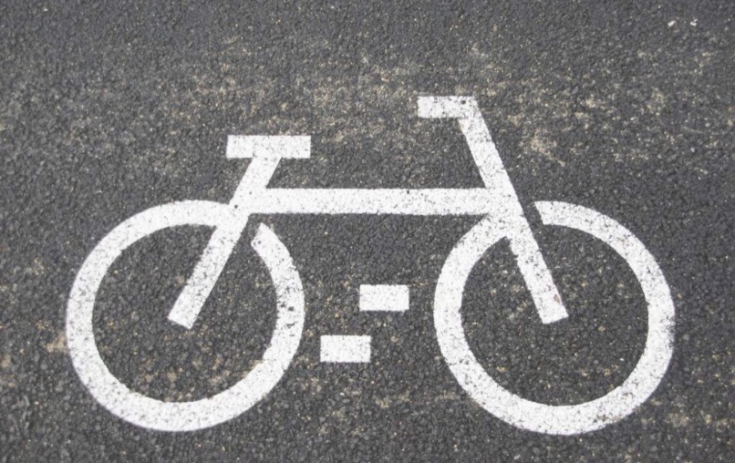 """共享电单车陷入胶着战!美团、滴滴两轮车业务换帅着战;腾讯瞄准下沉市场推出""""片多多""""App"""
