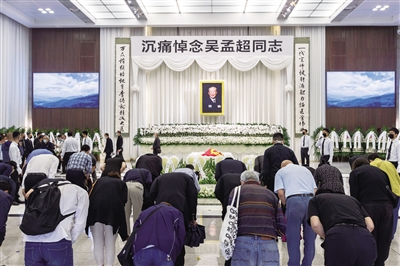 吴孟超遗体告别仪式在上海举行