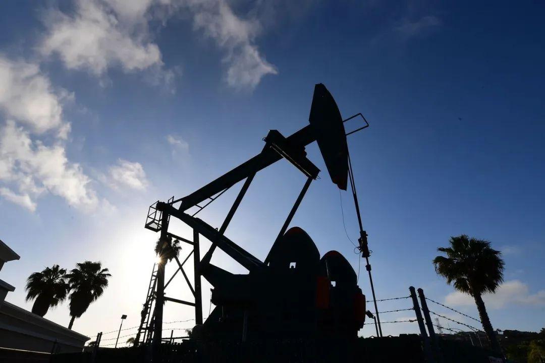 明年油价可能突破100美元,这五只石油股的机会来了