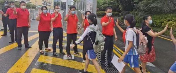 广州9万多名考生参加新中考:因疫情推迟三周、考生都核酸检测