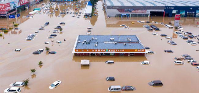 直击郑州灾后汽车市场:40万辆车受损 车险估损62.51亿,大量泡水车或流向全国
