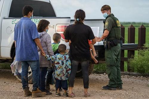 CBS:拜登政府无限期延长特朗普驱逐非法移民政策 理由是防堵德尔塔新冠变种
