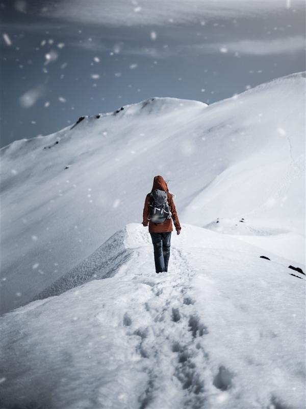 丁真家乡理塘8月飘雪:积雪达5厘米