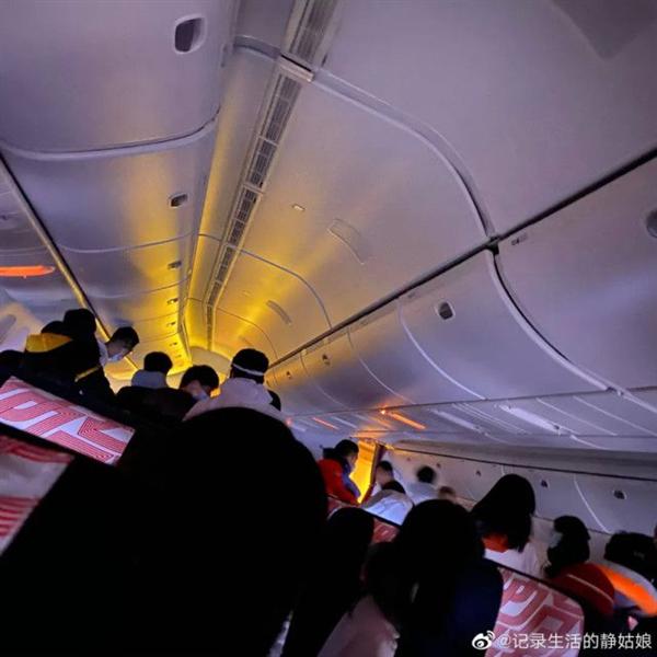 法航乘客回忆班机起火惊魂一刻:有人急留银行卡密码
